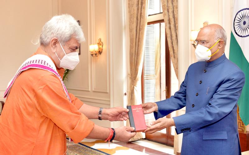 Manoj Sinha, Lieutenant Governor of J&K meeting President Ram Nath Kovind at Rashtrapati Bhavan in New Delhi on Monday. (UNI)
