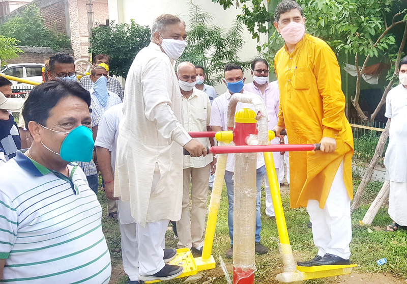 MP Jugal Kishore Sharma along with former Minister Sat Sharma inaugurating Open Gym at JDA Park, Janipur on Tuesday.