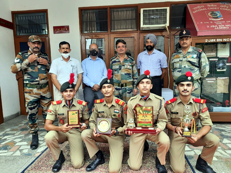 Dignitaries and NCC Cadets posing for a group photograph during the event.
