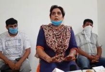 A lady Panch of BJP talking to reporters at Hiranagar on Sunday. — Excelsior/Pardeep