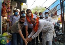 JMC Mayor kickstarting drain work at JDA market Jammu.