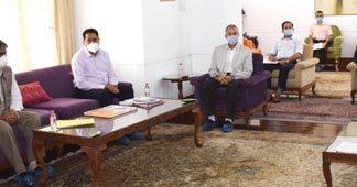 Lieutenant Governor, Manoj Sinha chairing a meeting at Srinagar on Friday.