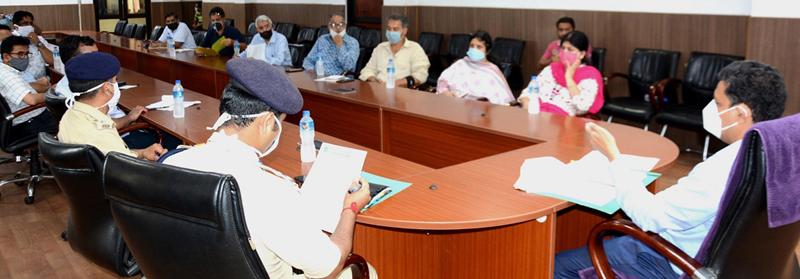 Div Com Sanjeev Verma chairing a meeting at Jammu on Monday.