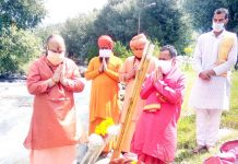 Mahant Deependra Giri performing Puja before immersion ceremony at Pahalgam on Tuesday.