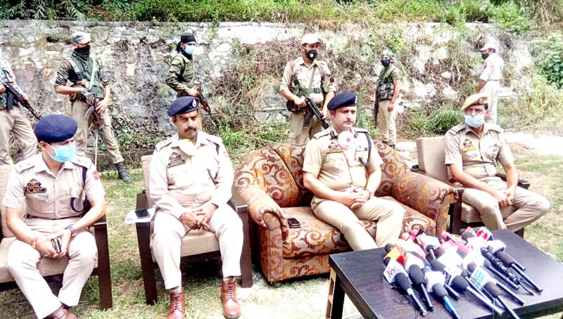SSP Ramban Haseeb-ur-Rehman interacting with media persons. -Excelsior/Parvaiz