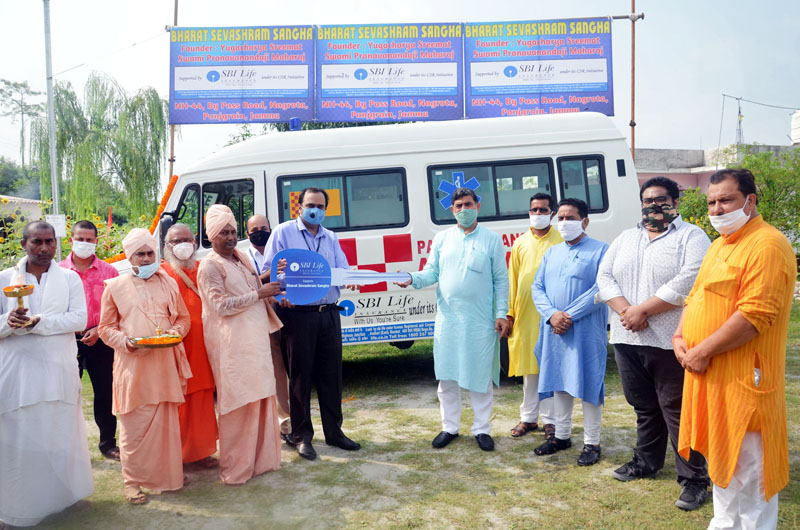 SBI Management handing over keys of ambulance to representatives of BSS at Nagrota in presence of MP, Jugal Kishore Sharma on Monday.
