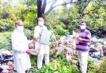Waste material being collected during 'Gandagi Mukht Bharat' Campaign.