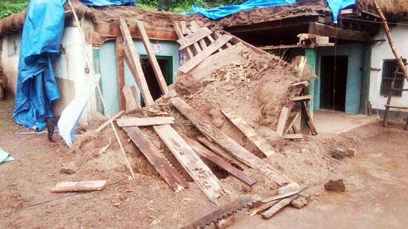 Collapsed mud house at Katwalt in Ramnagar.