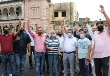 Locals of Mubarak Mandi and Pacci Dhaki areas during a protest demonstration on Friday. — Excelsior/Rakesh