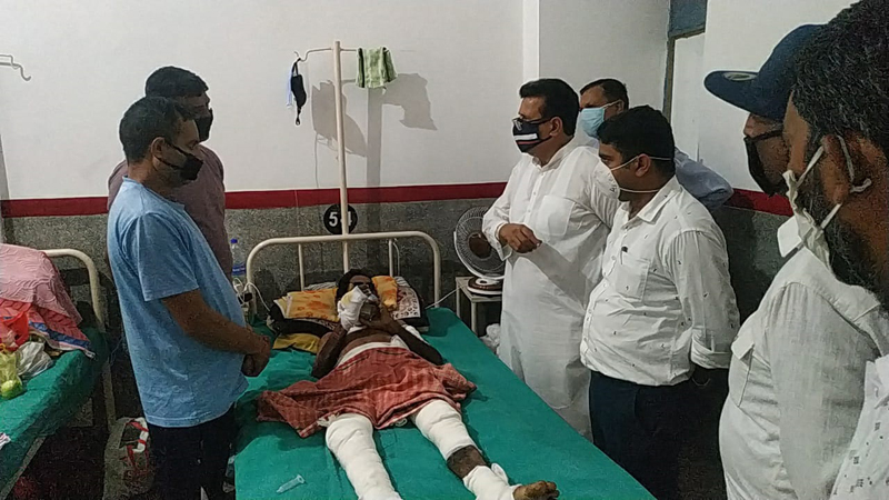 Ch Manmohan Singh, AIJMS president along with others meeting a sick community member at GMC Jammu.