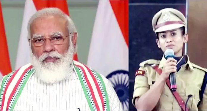 Prime Minister Narendra Modi inter-acting with an IPS probationer, Tanushree of J&K cadre.
