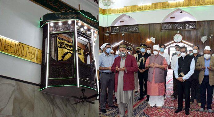 Lieutenant Governor Manoj Sinha during his visit to Hazratbal shrine on Tuesday.