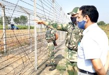 DC Kathua, OP Bhagat along with BSF officer supervising cultivation of land across fencing in border belt of Hiranagar sector in Kathua district on Tuesday. -Excelsior/Pardeep