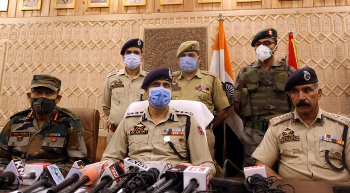 Police and Army officers addressing a press conference in Baramulla. -Excelsior/Aabid Nabi