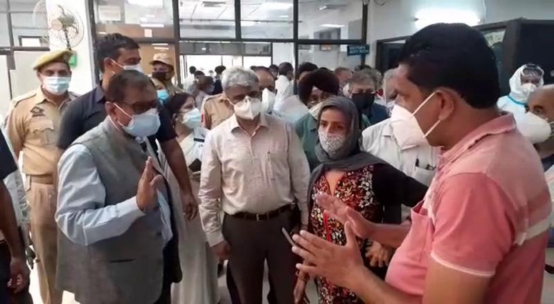 Advisor Rajiv Rai Bhatnagar faces people's queries in GMC Jammu on Wednesday.