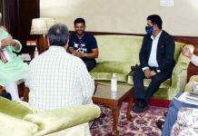 Lieutenant Governor Manoj Sinha interacting with officials of J&K Sports Council and Youth Services & Sports Department along with Cricketer Suresh Raina during meeting at Srinagar.