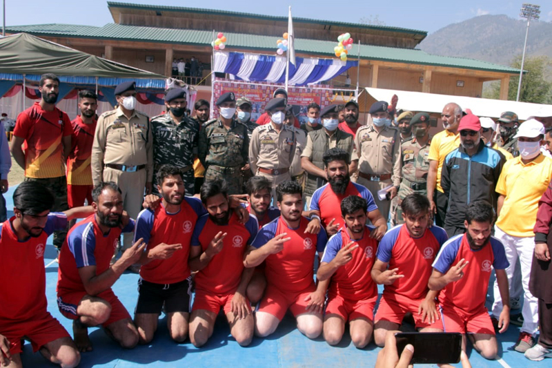 Dignitaries alongwith players posing for group photograph at Bandipora on Wednesday.