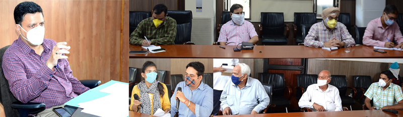 Divisional Commissioner Jammu, Sanjeev Verma interacting with a delegation on Tuesday.