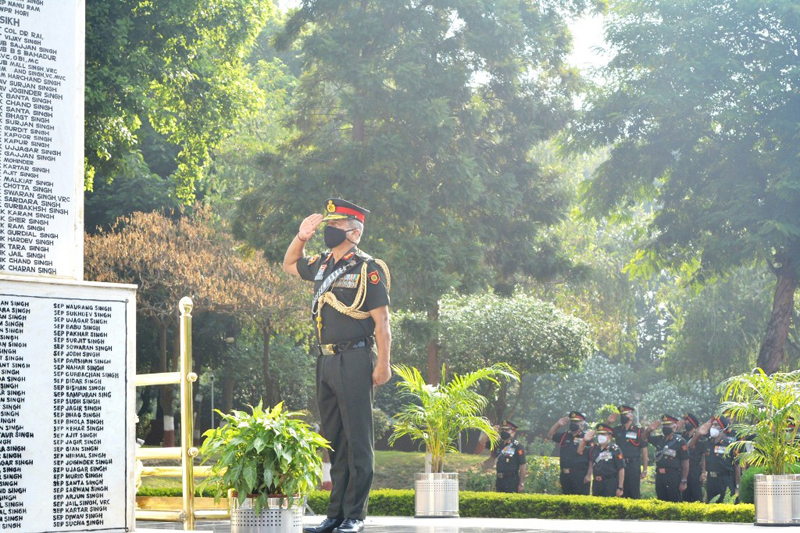 An officer paying homage to martyrs.