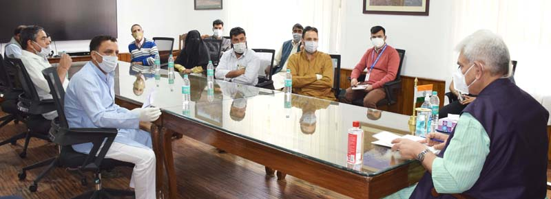 Lt Governor, Manoj Sinha interacting with a delegation from Shopian.