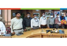 J&K Bank CMD R K Chhibber during a function organised by newly constituted Workmen Union at Srinagar on Thursday.