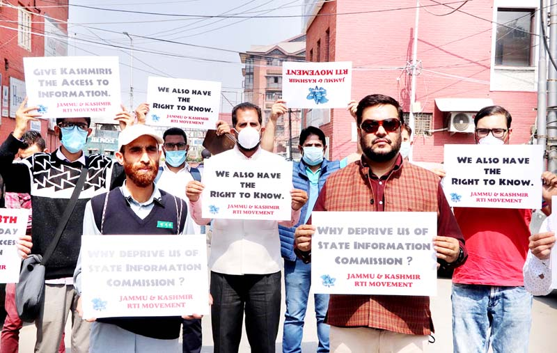 Casual labourers of PDD protesting in Srinagar. -Excelsior/Shakeel
