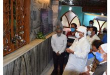 Advisor Farooq Khan paying obeisance at a shrine in Srinagar on Thursday.