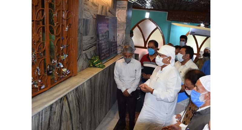 Advisor Farooq Khan paying obeisance at a shrine in Srinagar on Thursday.