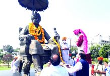 Tributes being paid to Maharaja Hari Singh at Maharaja Hari Singh Park in Jammu on Wednesday.