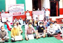 Activists of KPSS sitting on fast unto-death at Srinagar on Sunday.