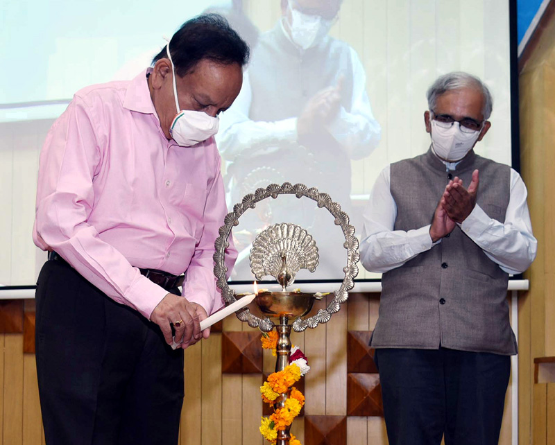 Union Minister for Health & Family Welfare, Science & Technology and Earth Sciences and Vice President, CSIR, Dr. Harsh Vardhan lighting the lamp at the 79th Foundation Day celebrations of Council of Scientific and Industrial Research (CSIR), in New Delhi on Saturday.