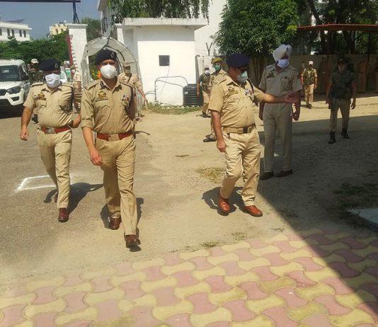SSP Samba Rajesh Sharma taking stock of functioning of district police on Friday. -Excelsior/Badyal
