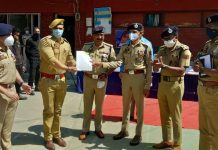 DGP Dilbag Singh awarding a cop of Srinagar Police Component for his commendable work.