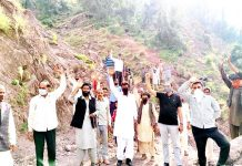 Villagers protesting for completion of Kulwanta to Ladana road.