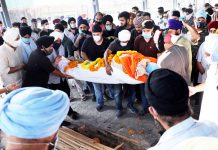 Last rites of BDC chairman being performed at cremation ground in Shastri Nagar area of Jammu. -Excelsior/Rakesh