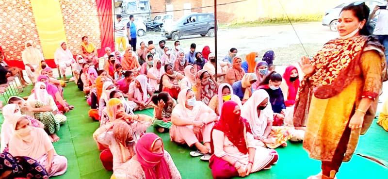 Apni Party leader Namrta Sharma addressing a gathering of women in Jammu.