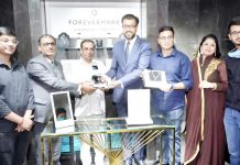 Vijay Saraf, Chairman, Fortofino along with Sachin Jain, president, Forevermark India and others launching Forevermark diamonds in Ambala store.