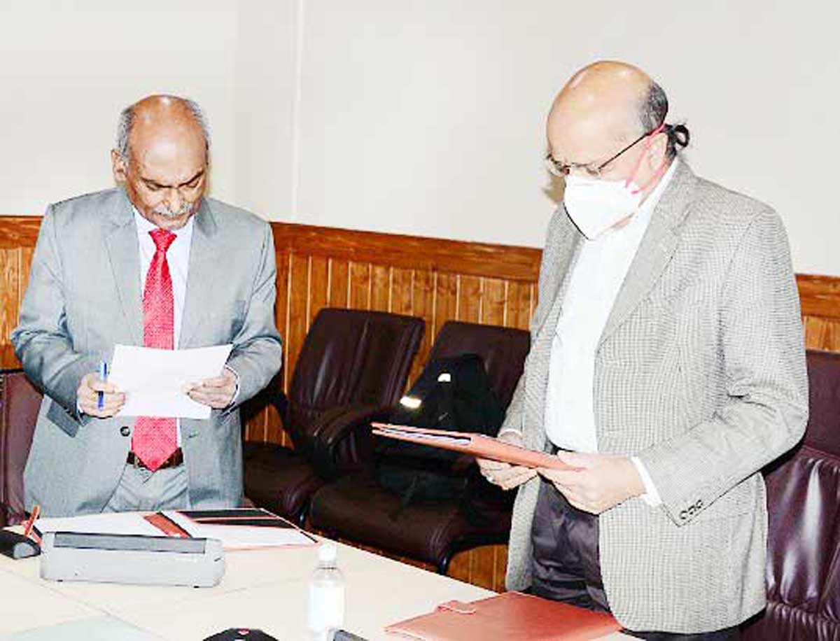 CS BVR Subrahmanyam administering oath to new Chairman SWRRA, Ghanshyam Jha on Tuesday.