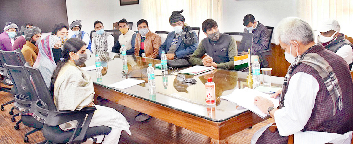 Lt Governor Manoj Sinha interacting with a delegation on Sunday.