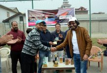 Dignitaries presenting Kashmir Open trophy to Moazzam Rashid at Srinagar.