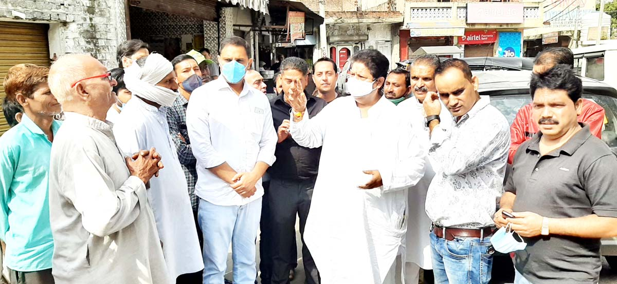 Senior Cong leader, Raman Bhalla interacting with people in Bahu Fort area on Sunday.