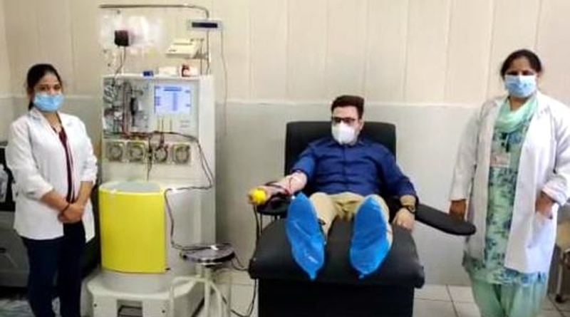 A doctor donates Plasma in Blood Bank of the GMC Jammu on Thursday.