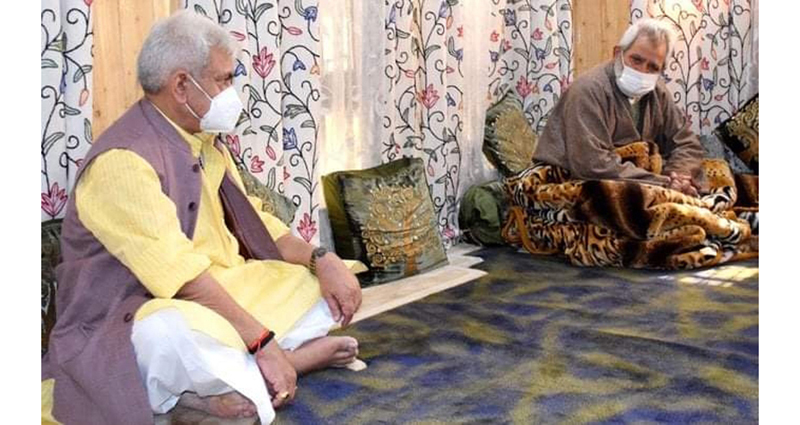 Lieutenant Governor Manoj Sinha with family members of Advocate Babar Qadri in Srinagar on Thursday. — Excelsior/Shakeel
