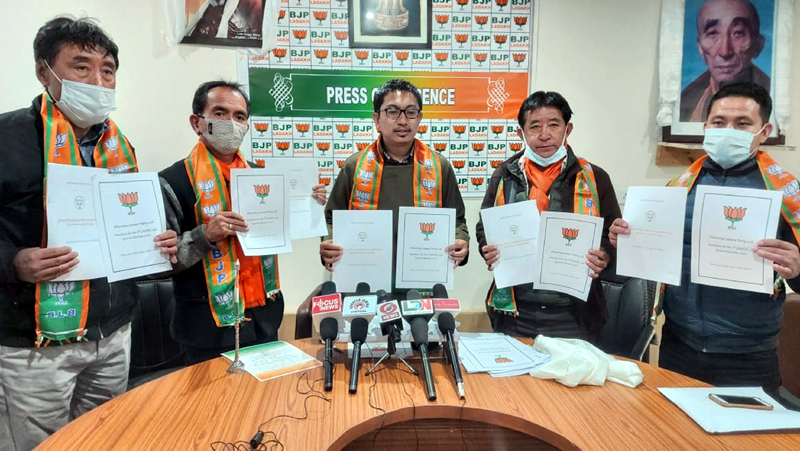 BJP Ladakh UT president and MP Jamyang Tsering Namgyal and other party leaders releasing party's poll manifesto at Leh on Tuesday. -Excelsior/Morup Stanzin