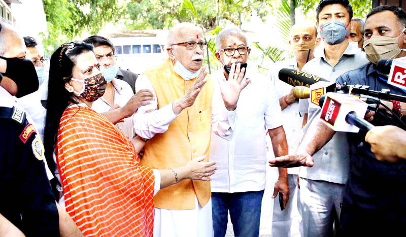Veteran BJP leader LK Advani addressing reporters after the verdict by the special CBI court on Babri mosque demolition case outside his residence in New Delhi on Wednesday. (UNI)
