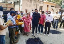 Former Mayor, Ch. Manmohan Singh and Vijay Choudhary, Councilor Ward-42 starting blacktopping work in Nanak Nagar.