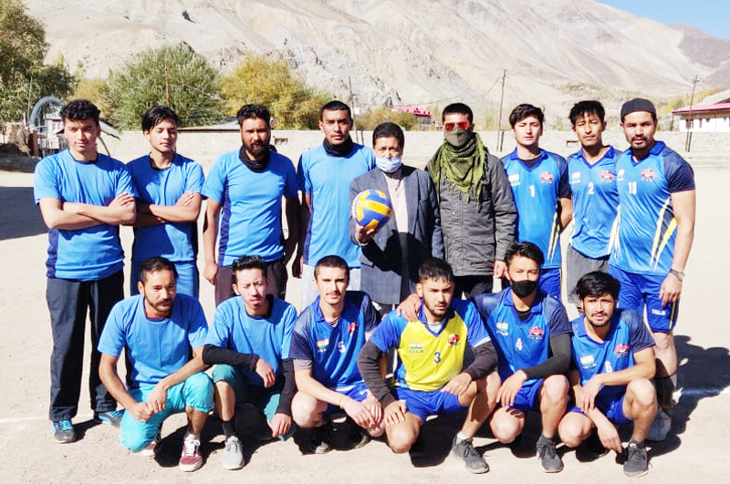 Players posing for a group photograph with dignitaries of the event at Kargil. — Excelsior/Bashaat