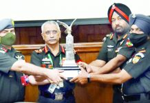 Chief of Army Staff, Gen MM Naravane presenting the COAS Flight Safety Trophy to Commanding Officer & Subedar Major of the 663 Army Aviation Squadron on the concluding day of the Army Commanders' Conference at New Delhi on Thursday