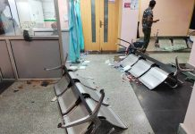 Hospital vandalised by attendants in Srinagar. — Excelsior Photo