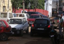 Traffic mess near office of Sub-Registrar at Janipur in Jammu. —Excelsior/Rakesh